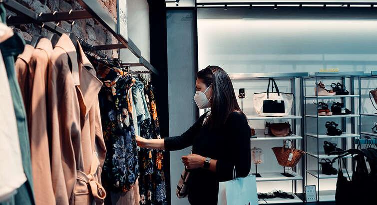 Consumer wearing face mask. Photo: Unsplash